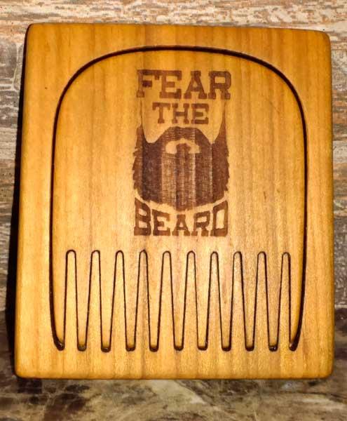 greben-dlja-borody-fear-the-beard-v-derevjannom-kejse