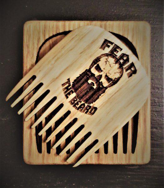 greben-dlja-borody-v-kejse-fear-the-beard